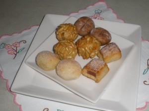 Panellets de llimona, pinyons, xocolata i codonyat