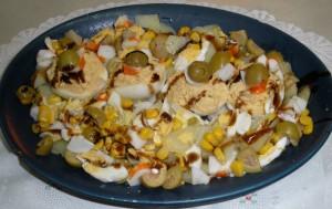 Ous farcits amb amanida de patates i tonyina