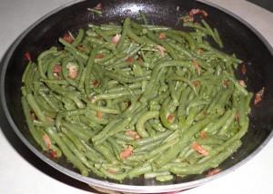 Mongetes verdes saltejades amb pernil