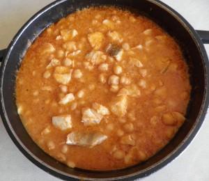 Cassoleta de cigrons amb bacallà