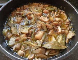 Cassoleta de carxofes, xampinyons i sèpia