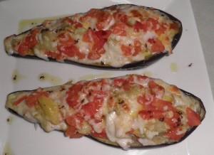 Albergínia farcida amb tomàquet i formatges variats