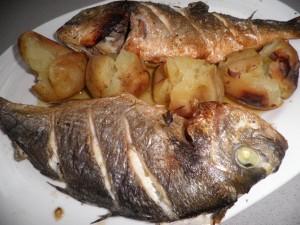 Orades a la planxa amb patates al caliu