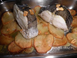 Tronc de lluç al forn amb patates panadera